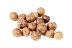 Wat gehele pimentbes (Jamaïca peper). royalty-vrije stock fotografie