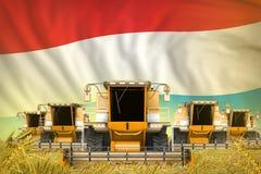 Wat gele landbouw maaidorsers op korrelgebied met de vlagachtergrond van Luxemburg - het vooraanzicht, houdt op verhongerend conc stock illustratie