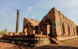 Wat Gudidao el templo viejo en Ayutthaya, construido durante el reinado de rey Narai t él grande en Tailandia fotos de archivo