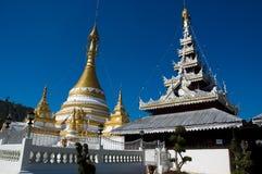 Wat Jong巴生和Wat Jong西康省寺庙,夜丰颂 免版税库存图片