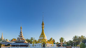 Wat Jong Klang i Wat Jong Kham przy Maehongson prowincją Zdjęcie Royalty Free
