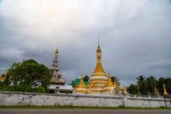 Wat Jongklang, Wat Jongkham - najwięcej ulubionego miejsca dla turysty w Mae Hong synu zdjęcia royalty free