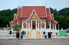 Wat Khao Chong Pran Temple pour des personnes prient à Bouddha et regardent HU Photo stock