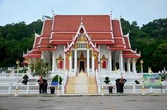 Wat Khao Chong Pran Temple pour des personnes prient à Bouddha et regardent HU Photographie stock libre de droits