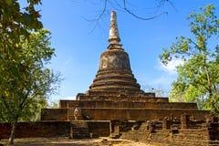 Wat Khao Suwankhiri寺庙和清楚的天空 库存图片