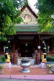 Wat Khao Wong Phra Chan au sommet de montagne dans Lopburi, Thaïlande photos libres de droits