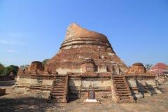 Wat Khudeedao, руины буддийского виска в Ayutthaya высоком Стоковое Изображение