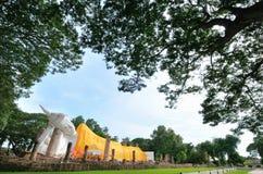 Wat Khun Inthapramun Buddha adagiantesi Fotografia Stock Libera da Diritti