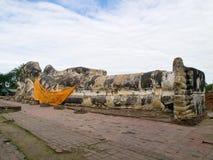 Wat Lokayasutharam en Ayutthaya fotografía de archivo