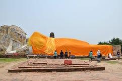Wat Lokayasutharam est temple de Bouddha étendu à Ayutthaya Photos libres de droits