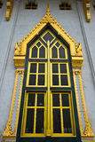 Wat Luang Po Sothon教堂Windows在Chachoengsao, 免版税库存照片