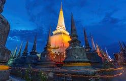 Wat Mahathat寺庙的,夜场面古老塔 免版税库存图片