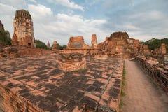 Wat Mahathat (tempel av den stora reliken eller tempel av den stora relikskrin) är det gemensamma korta namnet av flera viktig bu Arkivfoton