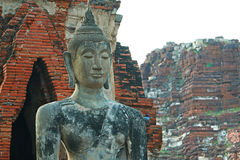 Wat Mahathat (tempel av den stora reliken eller tempel av den stora relikskrin) är det gemensamma korta namnet av flera viktig bu Royaltyfria Foton