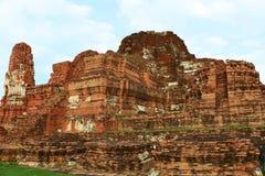 Wat Mahathat (tempel av den stora reliken eller tempel av den stora relikskrin) är det gemensamma korta namnet av flera viktig bu Arkivbilder
