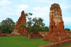 Wat Mahathat (tempel av den stora reliken eller tempel av den stora relikskrin) är det gemensamma korta namnet av flera viktig bu Royaltyfria Bilder