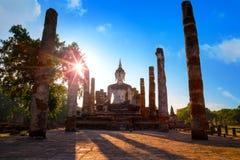 Wat Mahathat Temple en el parque histórico de Sukhothai, Tailandia Imagen de archivo libre de regalías