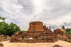 Wat Mahathat, un templo arruinado en Ayuthaya, Tailandia. Imágenes de archivo libres de regalías