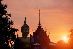 Wat Muang Ang Thong Thailand-Schattenbildbuddha-Statue und -tempel Lizenzfreies Stockbild