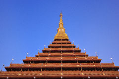 Wat Nong Wang寺庙的, Khonkaen泰国金黄塔 图库摄影