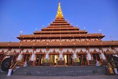 Wat Nong Wang寺庙的, Khonkaen泰国金黄塔 免版税库存图片