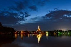 Wat Nong Wang tempel i skymning Tid Khon Kaen landskap, Thail Fotografering för Bildbyråer