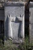 Wat pattren bij oude ephesusruïnes als achtergrond Stock Afbeeldingen