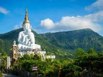 Wat Pha Sorn Kaew (ναός σε έναν υψηλό απότομο βράχο γυαλιού) Στοκ Φωτογραφία