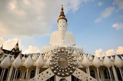 Wat Pha Sorn Kaew dat ook als Wat Phra That Pha Kaew wordt bekend, is een Boeddhistische klooster en een tempel in Phetchabun, Th Stock Fotografie