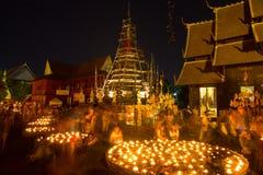 Wat Phan Tao, Chiangmai, Tailândia - 14 de fevereiro de 2014: L de flutuação imagem de stock
