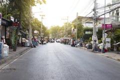 Wat Phatat Doi Suthep 17-ое февраля 2019: Затор движения на улице воскресенья идя в chiangmai стоковая фотография