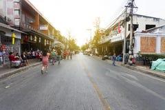Wat Phatat Doi Suthep 17-ое февраля 2019: Затор движения на улице воскресенья идя в chiangmai стоковые фотографии rf