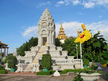 Wat Phnom and yellow flower, Cambodia Stock Photography