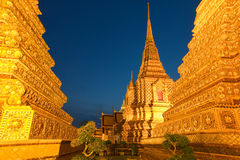 Wat Pho在日落以后的曼谷 免版税库存图片