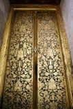 Wat Pho泰国的寺庙门 免版税库存照片