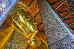 Wat Pho,伟大的菩萨雕象的异常的看法 免版税库存照片