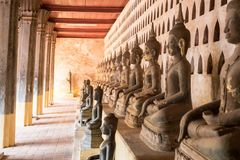 Wat Pho är en buddistisk tempel i Vientiane, Laos royaltyfria foton