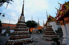 WAT PHO BANGKOK TAILANDIA. PATIO DEL WAT PHO , BANGKOK THAILAND COLORFUL CHEDIS royalty free stock photos