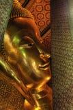Wat Pho grande Buddha adagiantesi, Bangkok, Tailandia Immagini Stock