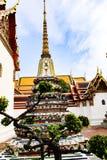 Wat Pho Temple av vilaBuddha eller Wat Phra Chetuphon, lokaliseras bak templet av Emerald Buddha, och a m?sta-g?r fotografering för bildbyråer