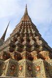 Wat Pho Temple van Doende leunen Boedha, of Wat Phra Chetuphon, wordt gevestigd achter de Tempel van Emerald Buddha en moeten- royalty-vrije stock foto