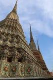Wat Pho Temple van Doende leunen Boedha, of Wat Phra Chetuphon, wordt gevestigd achter de Tempel van Emerald Buddha en moeten- stock foto's