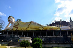 Wat Phra斜倚的菩萨雕象那Suthon Mongkhon Khiri 免版税库存图片