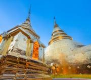 Wat Phra辛哈,清迈,泰国的金黄chedi 库存照片