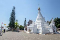 Wat Phra που Doi Kong MU Άσπρος ναός σε μια κορυφή βουνών στο γιο της Mae Hong βόρειο στοκ εικόνες