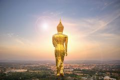 Wat Phra которое Khao Noi, точка зрения, золотое положение статуи Будды Стоковые Изображения RF