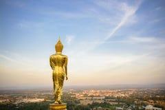 Wat Phra которое Khao Noi, точка зрения, золотое положение статуи Будды Стоковые Фотографии RF