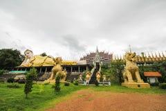 Wat Phra которое Suthon Mongkhon Khiri, Phrae, Таиланд Стоковое Изображение RF
