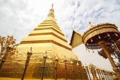 Wat Phra That Cho Hae, Phrae, Tailândia fotografia de stock royalty free