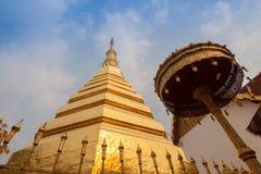 Wat Phra That Cho Hae, Phrae Tailândia imagem de stock